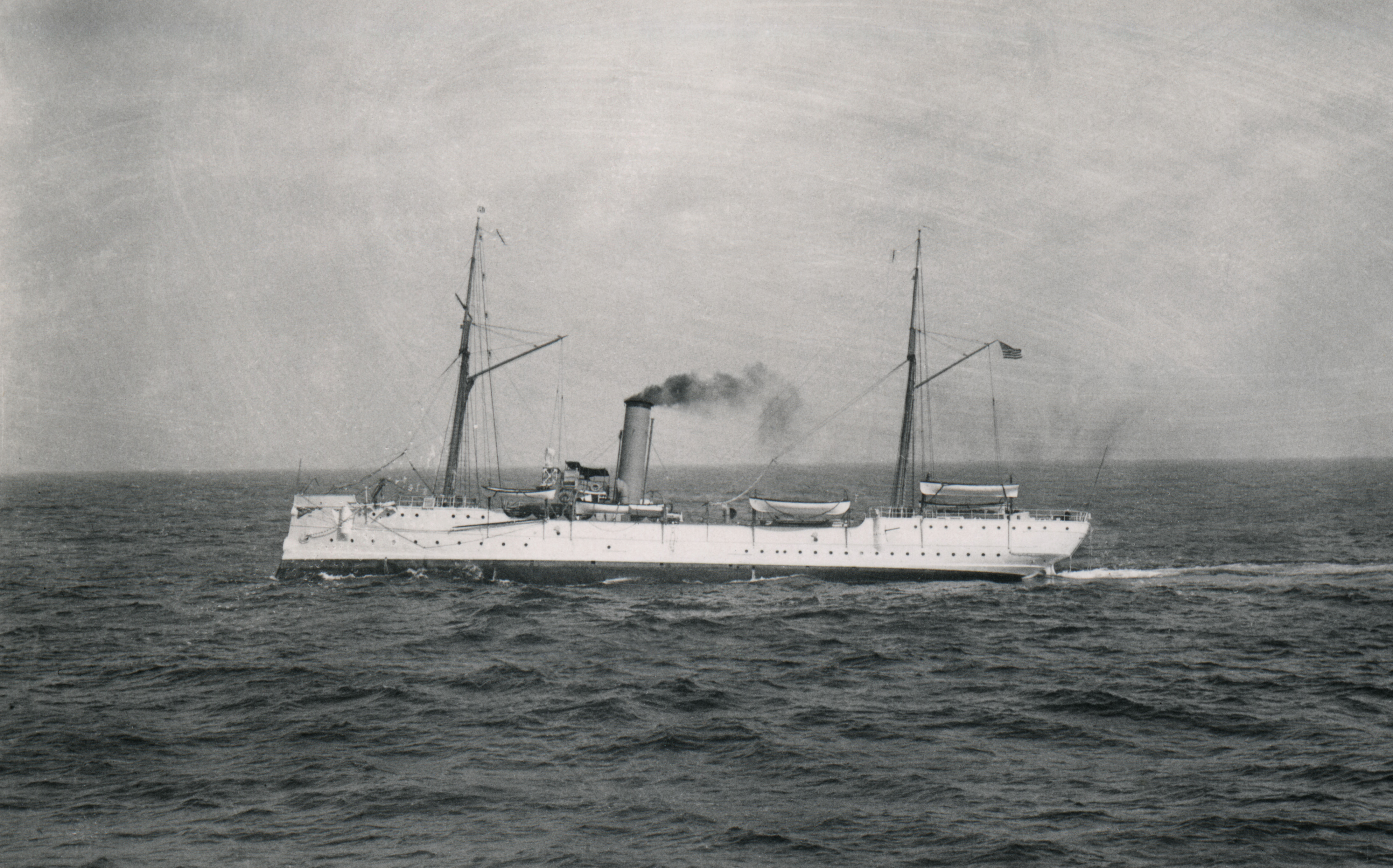 uscgc-mcculloch-underway-after-refit_gary-fabian-collection